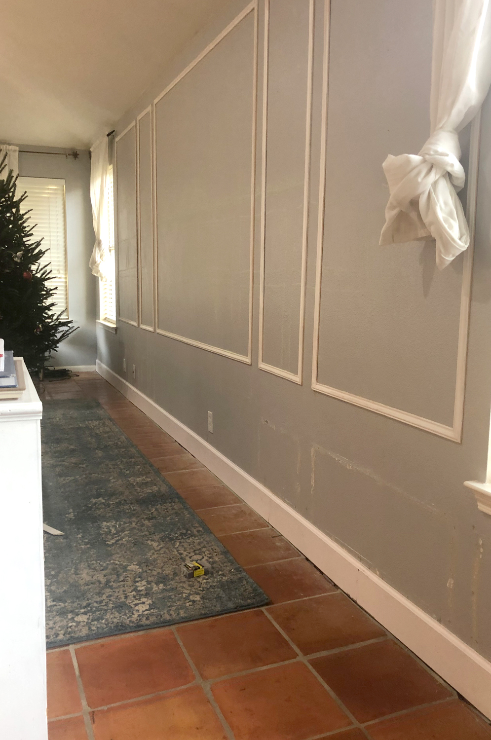 wainscoting diy and board and batten tutorial